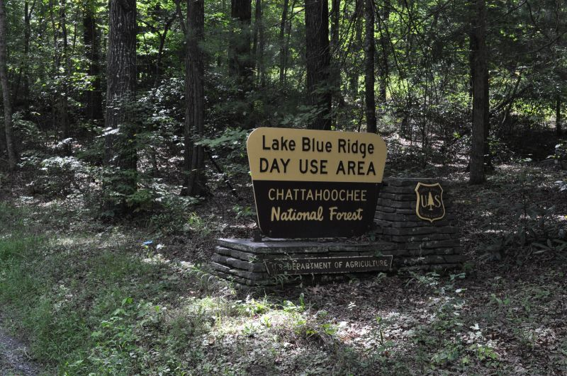 Lake Blue Ridge hiking trail in the Blue Ridge mountains of North Georgia