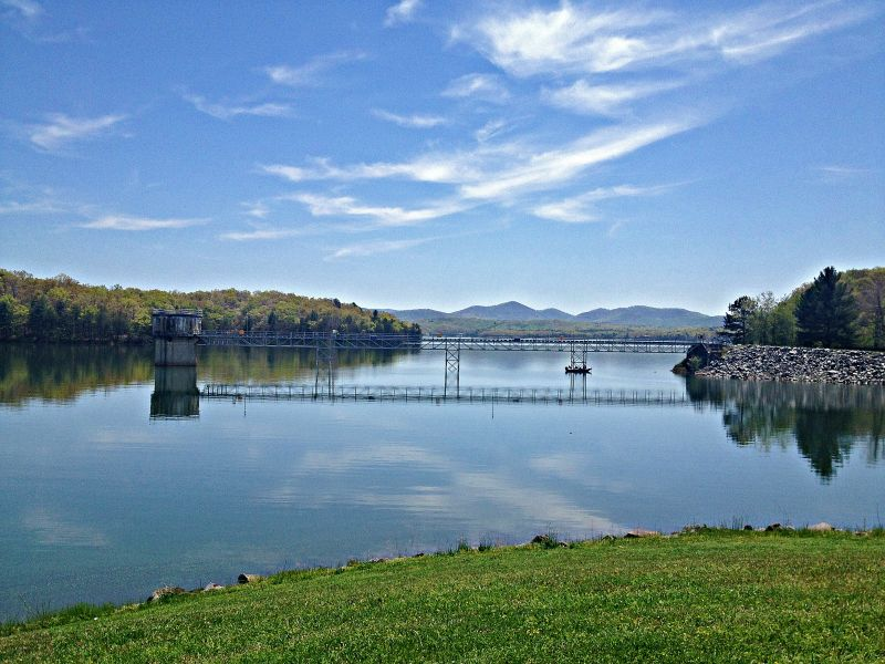 Fishing information in the blue ridge mountains of north for Lake blue ridge fishing